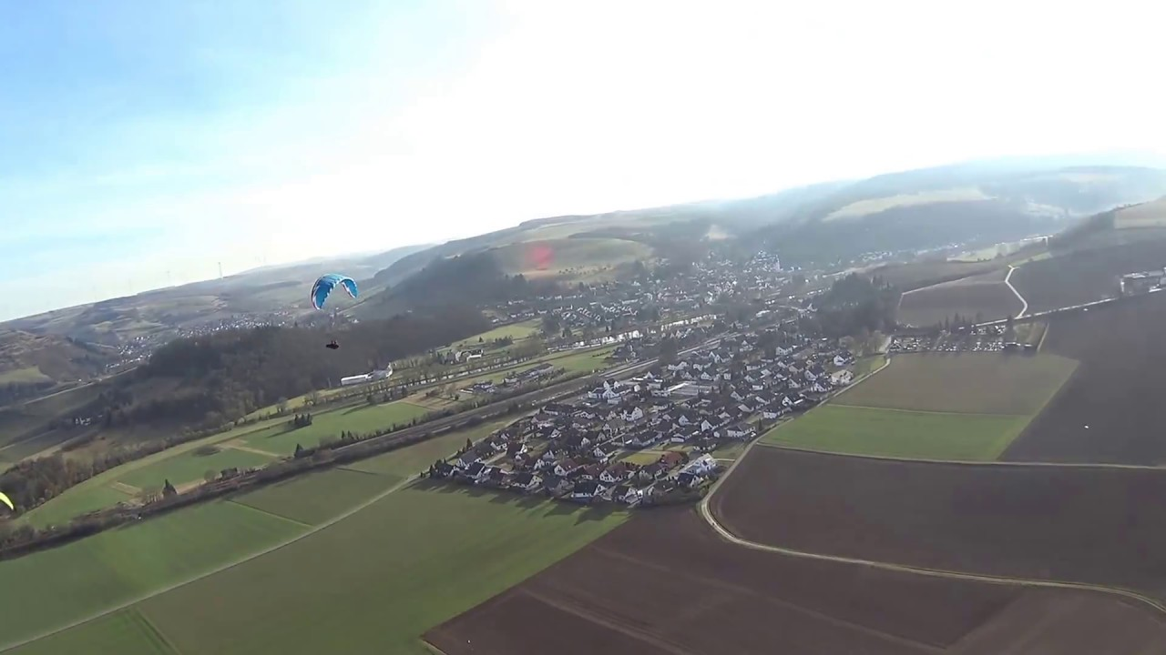 Gleitschirm fliegen an Südhang  25 02 2017